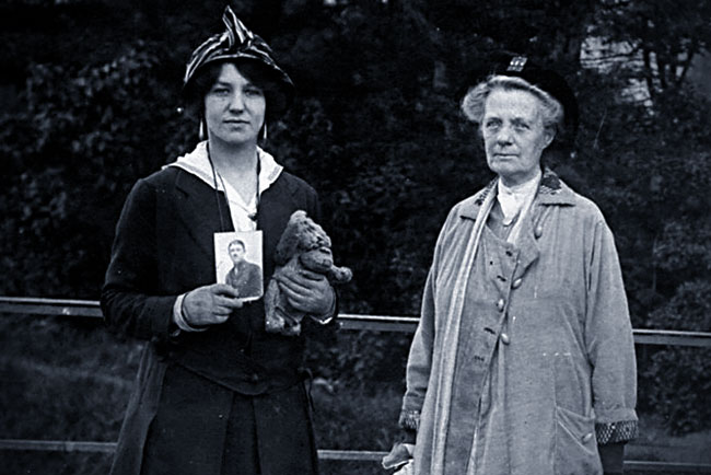 Hope Mirrlees, Jane Ellen Harrison, and Bear